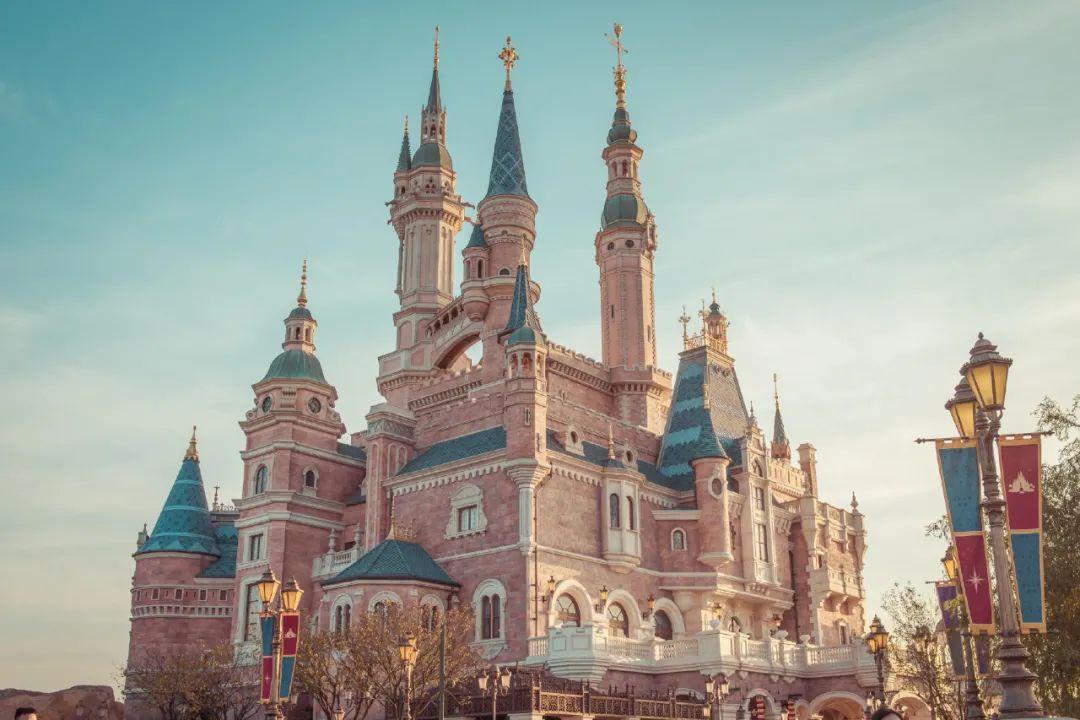 甜度满分的浪漫系北京婚纱照!城市花园迪士尼风拍摄攻略