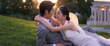 光影草坪婚纱照太美了吧!谁拍谁好看!